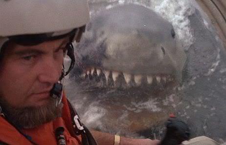 Hajen i Jaws 2 äter helikopter