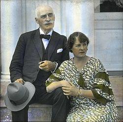Ett fotografi på riktiga Knut och Marie Hamsun