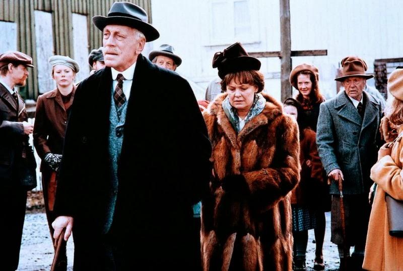 Knut och Marie Hamsun i scen från Hamsun (1996)