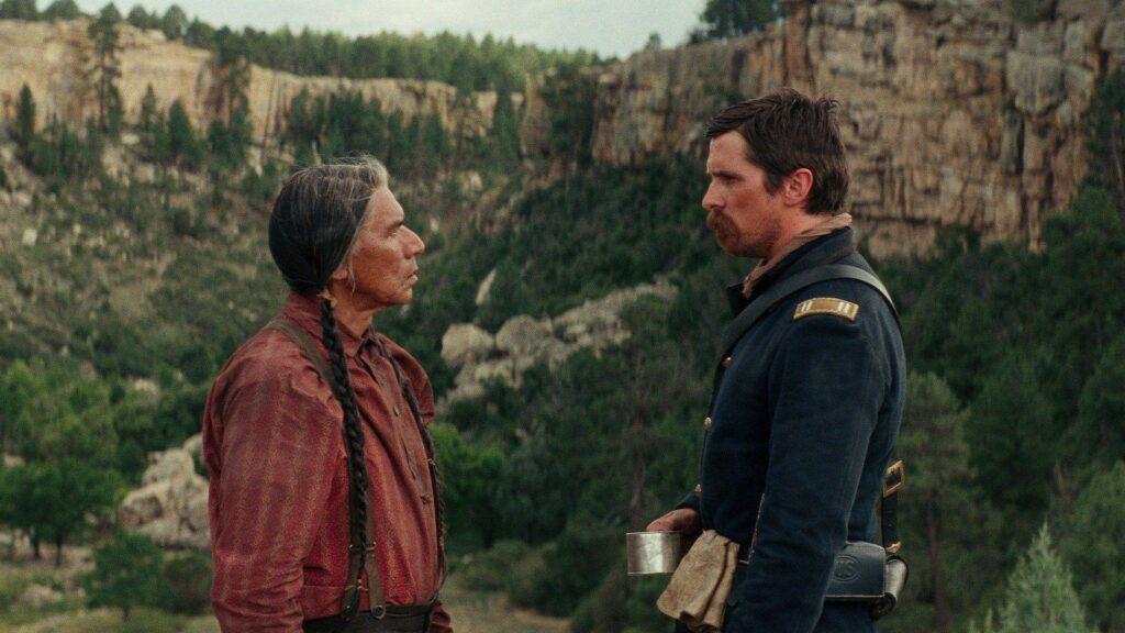 Hostiles med Christian Bale och Wes Studi