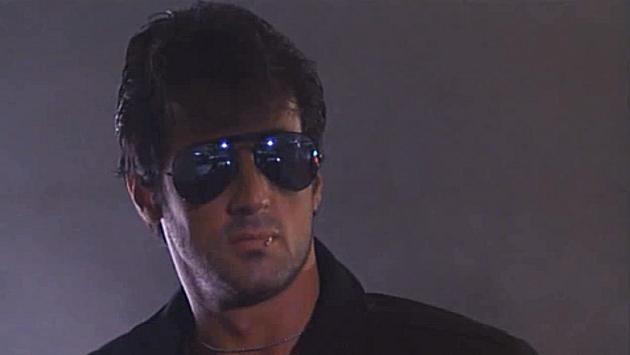 Sylvester Stallone som sterotypt cool i filmen Cobra