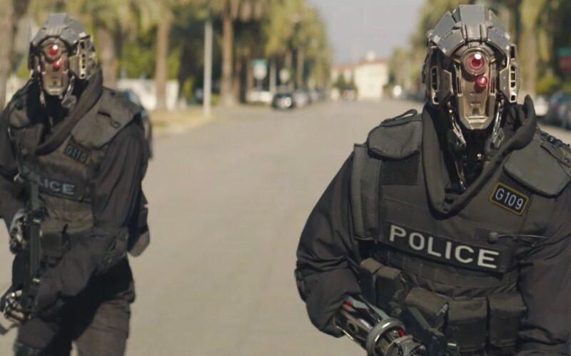 Robotar som jagar människor med krafter i filmen Code 8